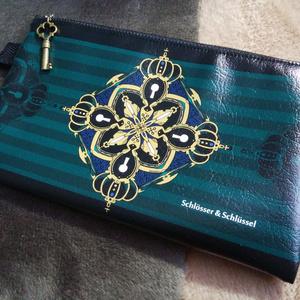 王冠鍵のポーチ(緑)