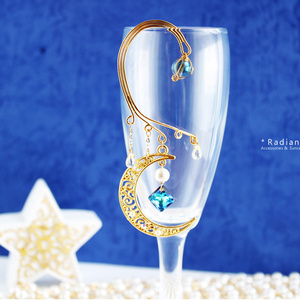 三日月とバミューダブルーのイヤーフック:金&銀(Swarovski Crystal使用)