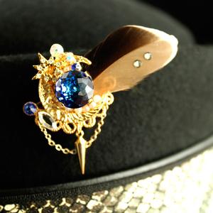 輝瑠璃の紋章ブローチ(全2色)Swarovski Crystal使用【数量限定】
