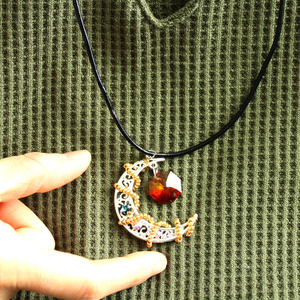 繊月のシルバーネックレス(全7色)Swarovski Crystal使用