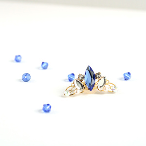 ロンバスのイヤーカフ(全4色)☆Swarovski Crystal使用
