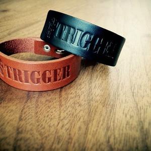 TRIGGER ロゴレザーブレス