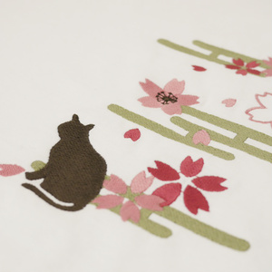 「桜と猫」刺繍Tシャツ