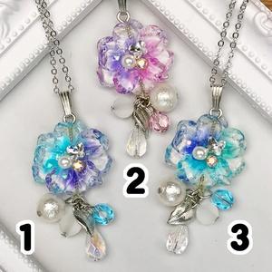 月光水晶花のネックレス