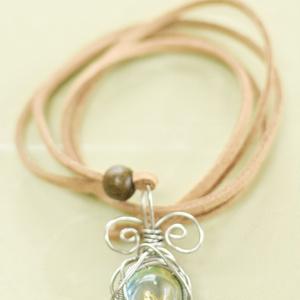 シャボン玉と蝶のネックレス