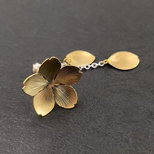 〈桜花〉真鍮ピアス・イヤリング