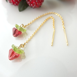 小さい苺のピアス
