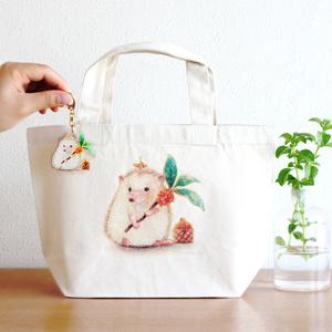 キャンバストートバッグ&キーホルダーSet|金木犀のお花を集めるハリネズミのむーくんデザイン