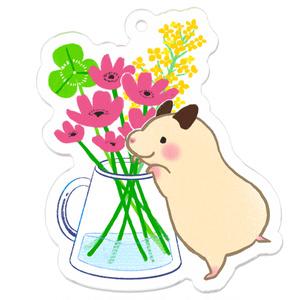 アクリルキーホルダー|お花をみつめるキンクマハムスターのおもち
