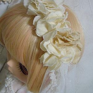 1/6Doll dress /  white flower