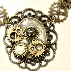 機械仕掛けのネックレス