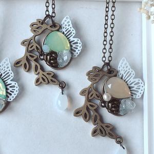 蔦と蝶のペンダント