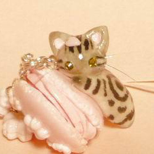 にゃんこのしっぽ○桜マカロンのストラップ〇アメリカンショートヘア〇猫