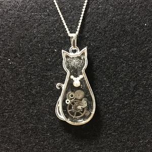猫と歯車のネックレス