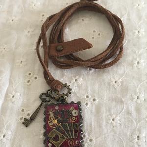 ハートの女王 革ひもネックレス