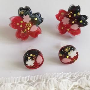 紅桜 ピアス 白とピンクの花弁