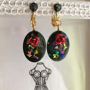 ブラックオパール風 オーバルアクセサリー 赤薔薇