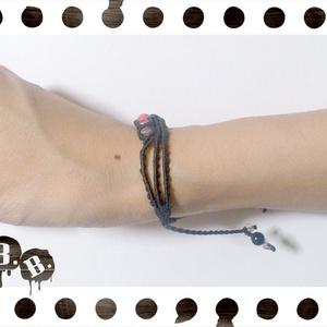 三連ブレスレット【ピンク珊瑚】【ブラックコード】【ハンドメイドアクセサリー】