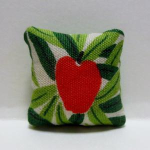 ミニチュア クッション りんご