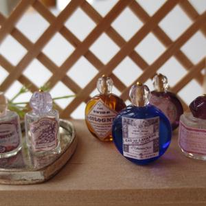 ミニチュア 香水瓶紫