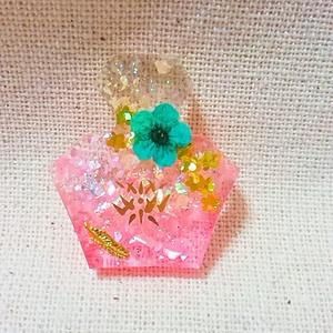 モルジアナ踊り子verモチーフ香水瓶型バッジ