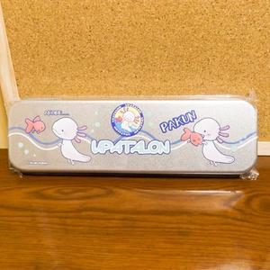 ウーパールーパーの缶ペンケース(うぱたろん)
