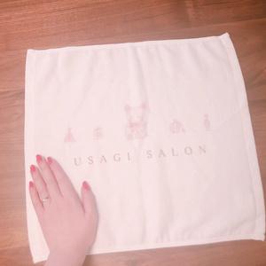 USAGI SALON オリジナルハンドタオル(香水とうさぎ)ホワイト