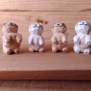 ちっこい猫の木彫り