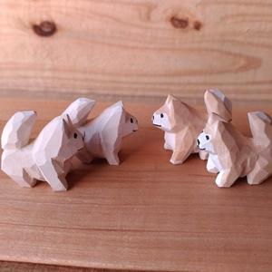 ちっこい柴犬と、まめ柴の木彫り