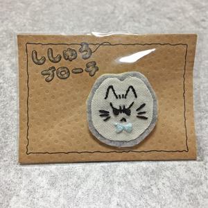 ししゅうブローチ(おこ猫)