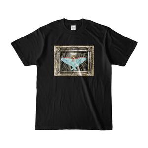 月の蛾Tシャツ