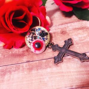 十字架と瞳のキーホルダー