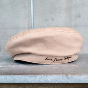 刺繍ロゴベレー帽 なめらかスウェード仕立て◎