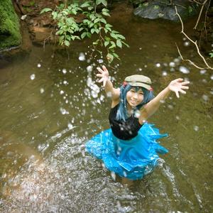 にとりの川遊び