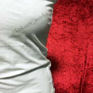 B)逆五芒星Tシャツ