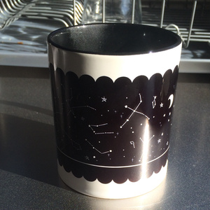 星座を眺める4大AAマグカップ(ブラック)