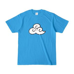 青空に雲が浮かんでるTシャツ