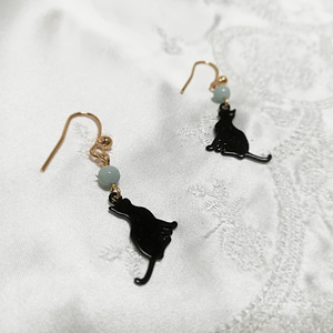 天然石☆アマゾナイトと猫チャーム☆ピアス