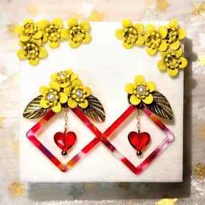 金色の花の耳飾り