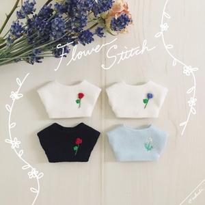 花刺繍のトップス