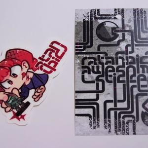 ステッカー:ミニチュアゲームで遊ぶ子ちゃん(赤)