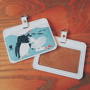 クラゲ少女とペンギンのパスケース