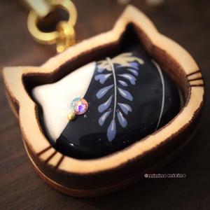 限定作品 木枠猫型アート根付け(ストラップ)❀月藤