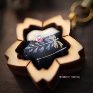 限定作品 木枠桜型アート根付け(ストラップ)❀月