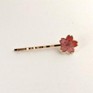 桜のヘアピン