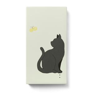 黒ネコとチョウチョ