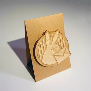 木製ブローチ 手紙