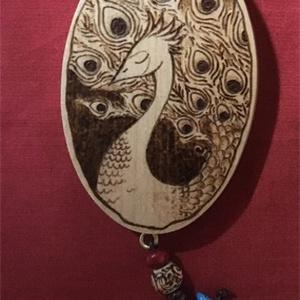 焼き絵 壁飾り シロクジャク