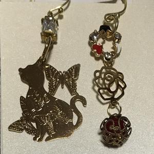 赤薔薇蝶と猫の庭