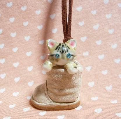 にゃんこのしっぽ〇くしゅっとブーツのネックレス〇サイベリアン猫グレー